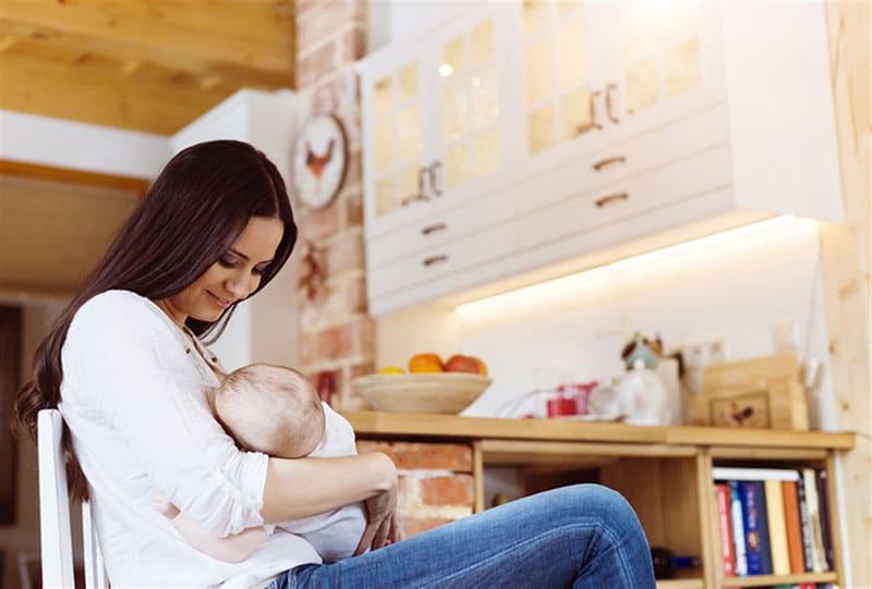 مخاطر المخدرات على الرضاعة الطبيعية