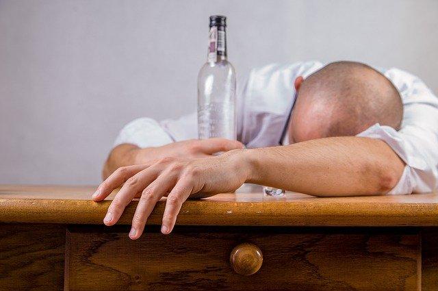 حبوب ليريكا مع الكحول